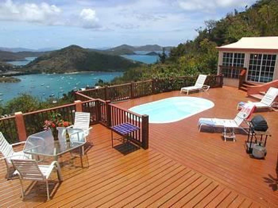 pool & guest bedrom suite
