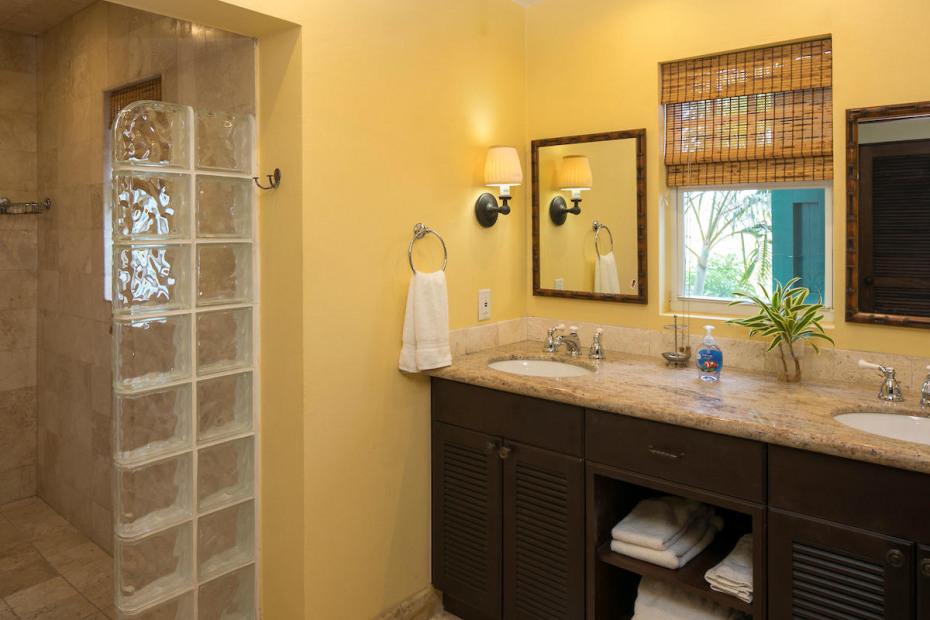 Gd floor guest suite bath