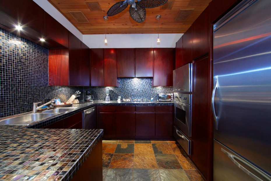 Fully equipped kitchen west wing