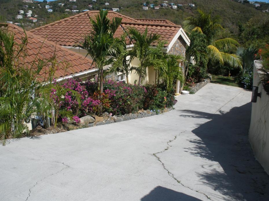 Villa Driveway