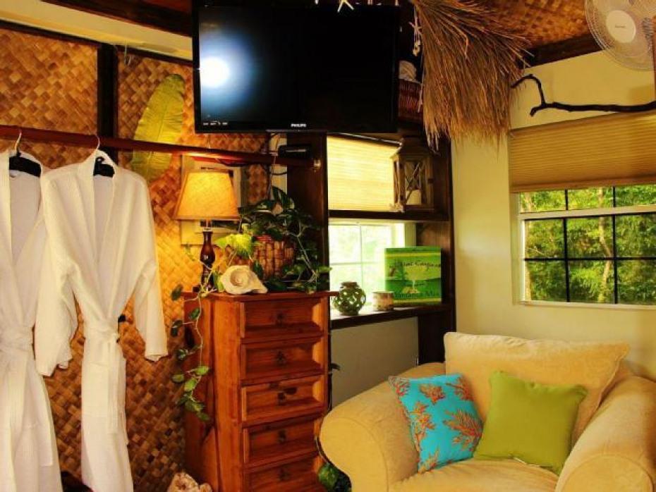Coconut Cottage interior