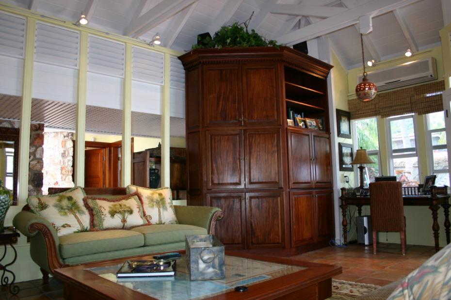 Living Room w/Mahogany Entertainment Cen