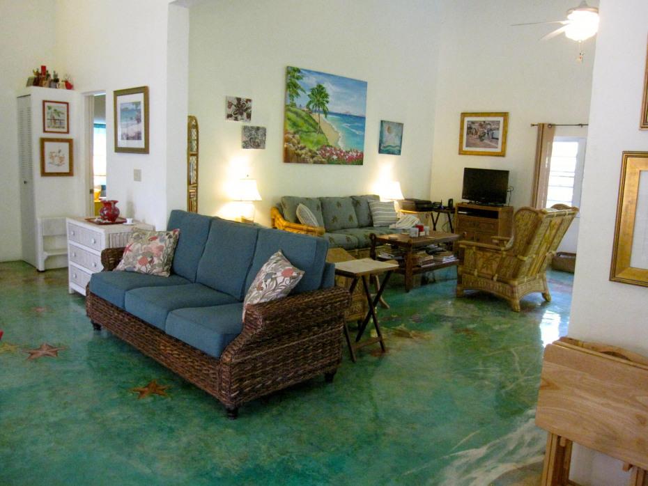 Interior w/handpainted floor