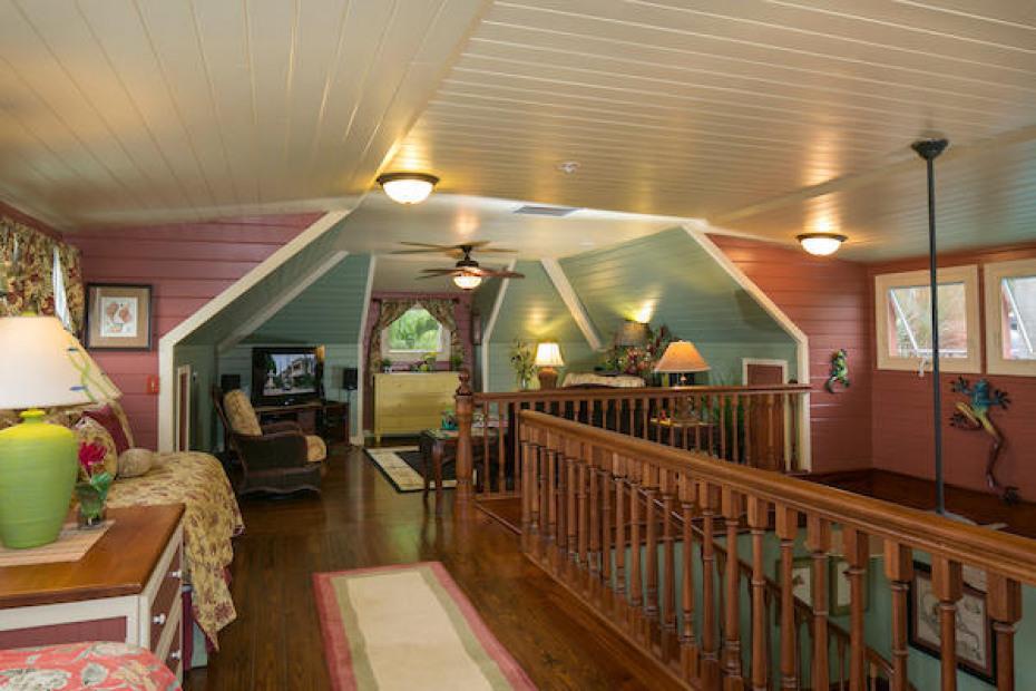 010 Upper living area