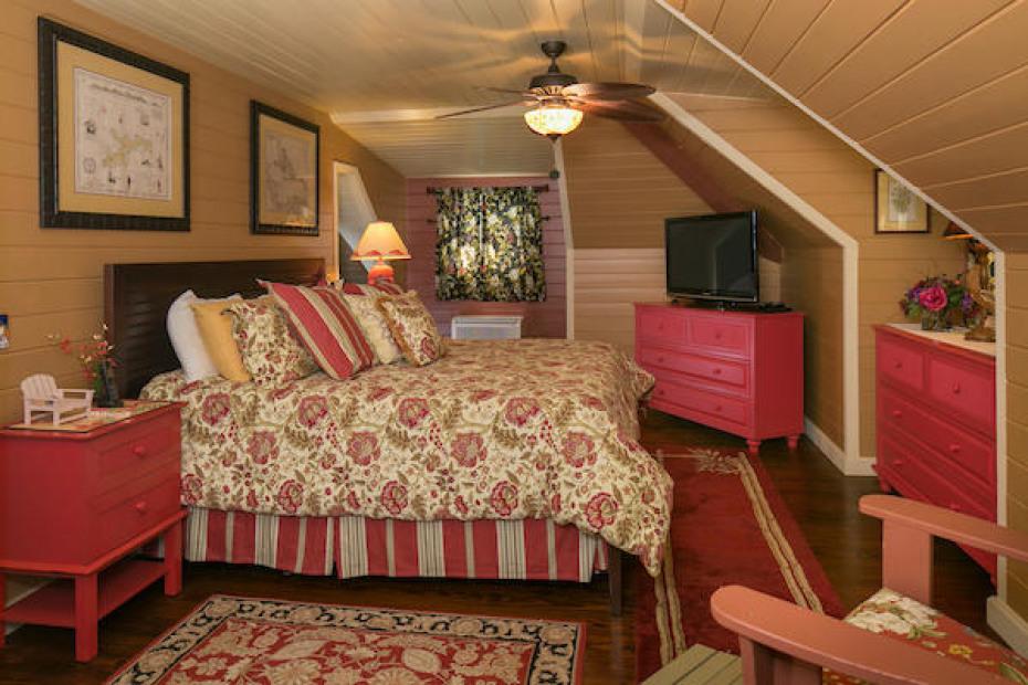 012 Upper bedroom