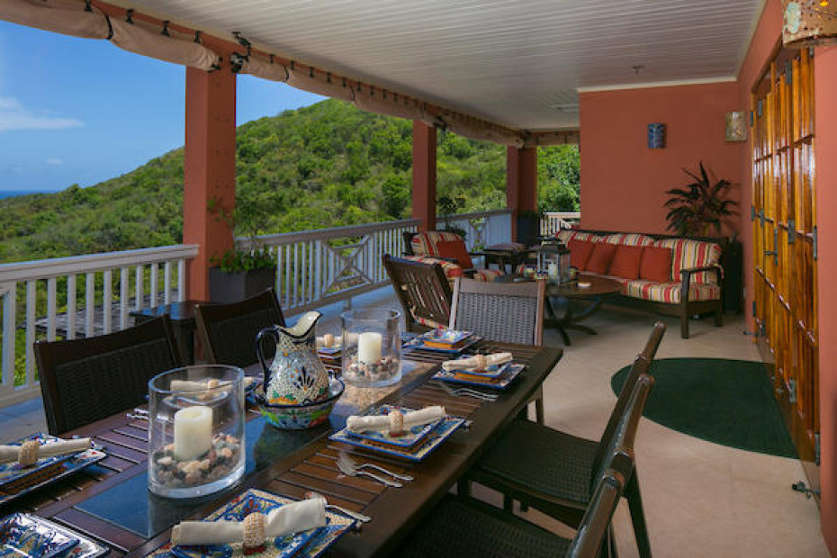 014 Porch dining area