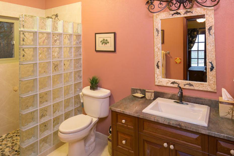 022 South suite bath