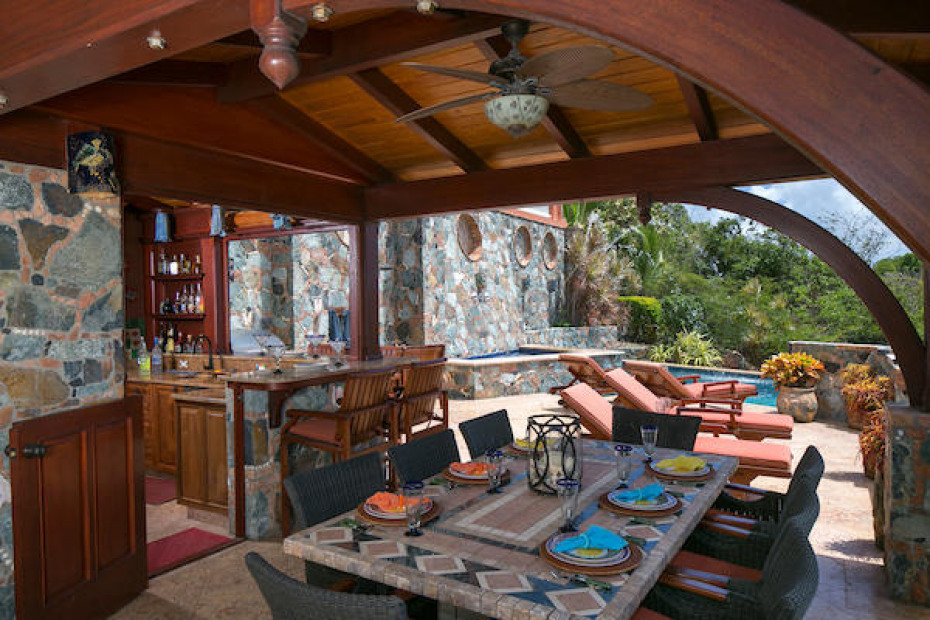 023 Pool deck kitchen & dining
