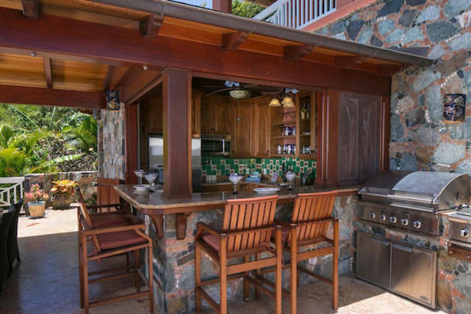 024 Pool deck kitchen & bar