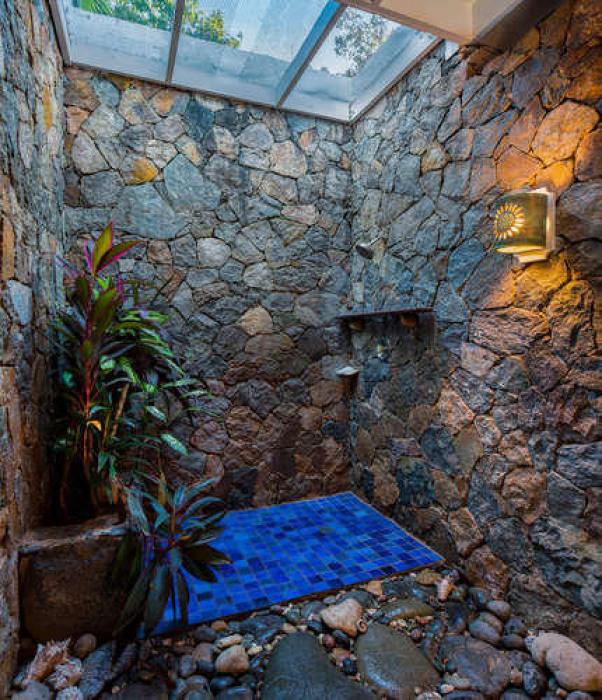 027 Pineapple suite garden shower
