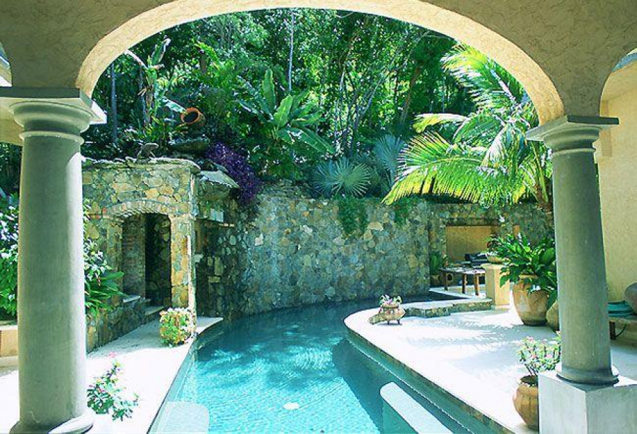 Shaped pool & arches