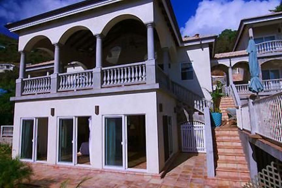 Mstr bdrm below lanai-steps from beach