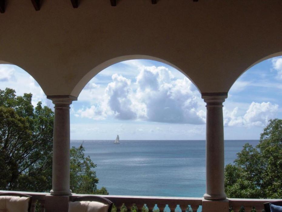 Sailing by Serenata de la Playa