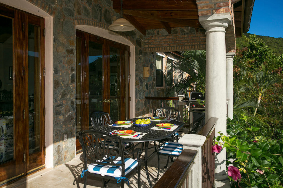 015 Outdoor dining