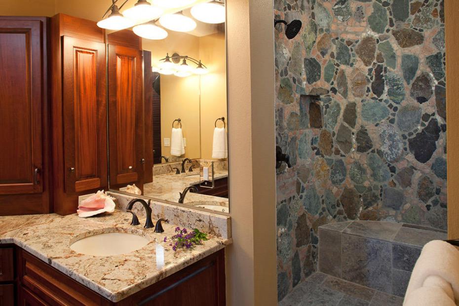 Lower Suite 1 Bath