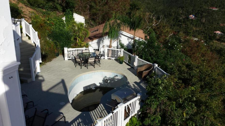 Post Irma-pool & cottage