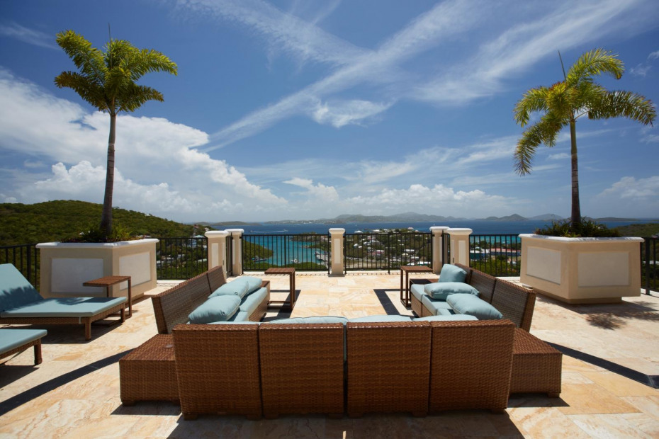 Sirenusa common area terrace