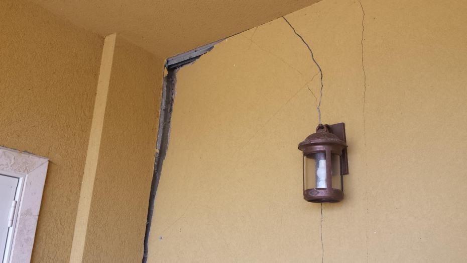 F Upper damage exterior2