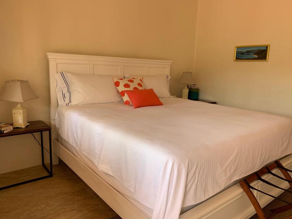 lower queen bedroom