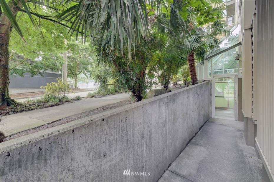 1550 Eastlake Avenue #405 Photo 28