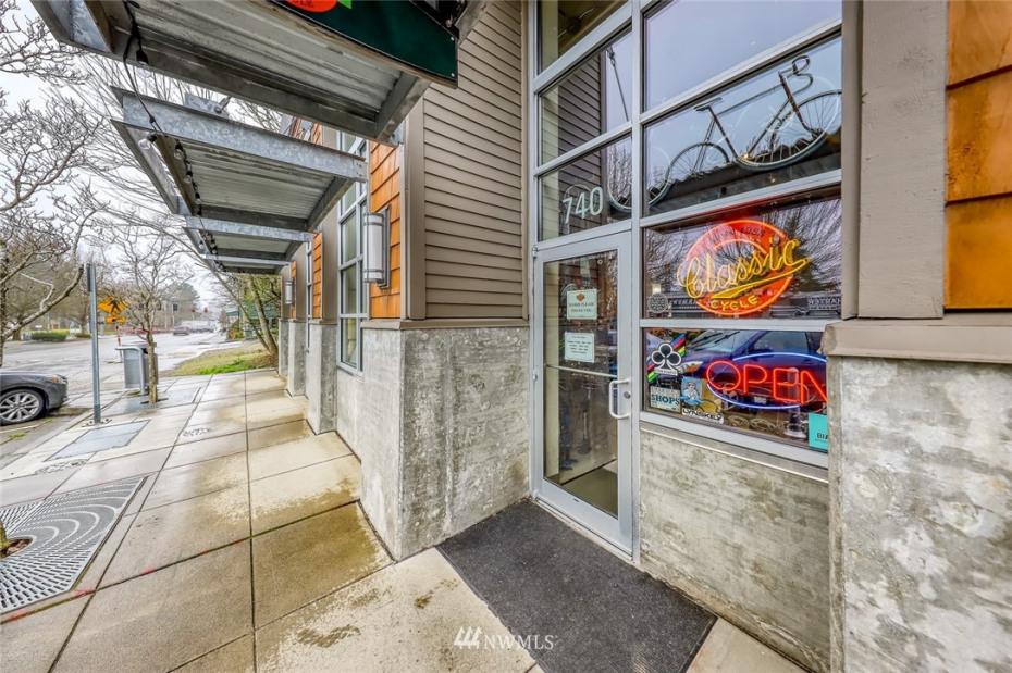 740 Winslow Wy E #R6+R7 Photo 5