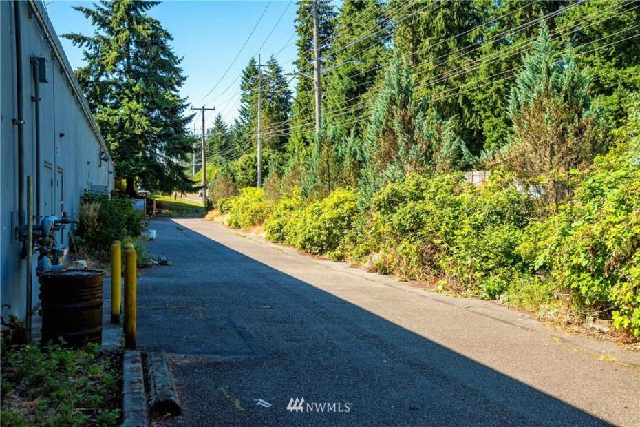 15001 Aurora Avenue N Photo 22