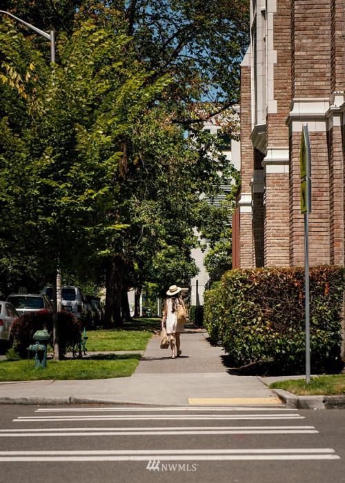 800 Columbia Street #802 Photo 25