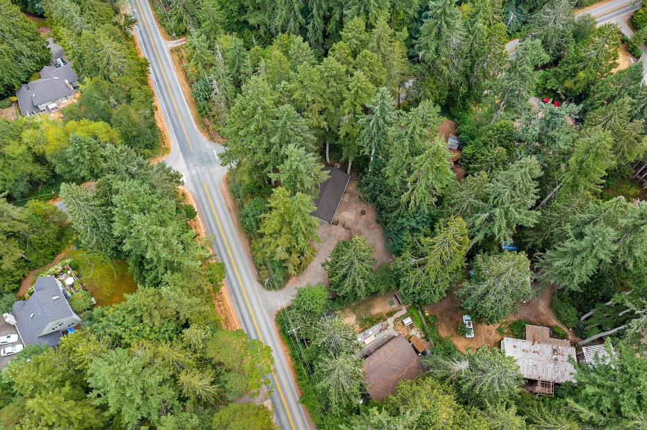 9085 Fletcher Bay Road NE Photo 16
