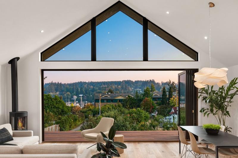 "18' ""Panoramic"" sliding glass door/wall system!"
